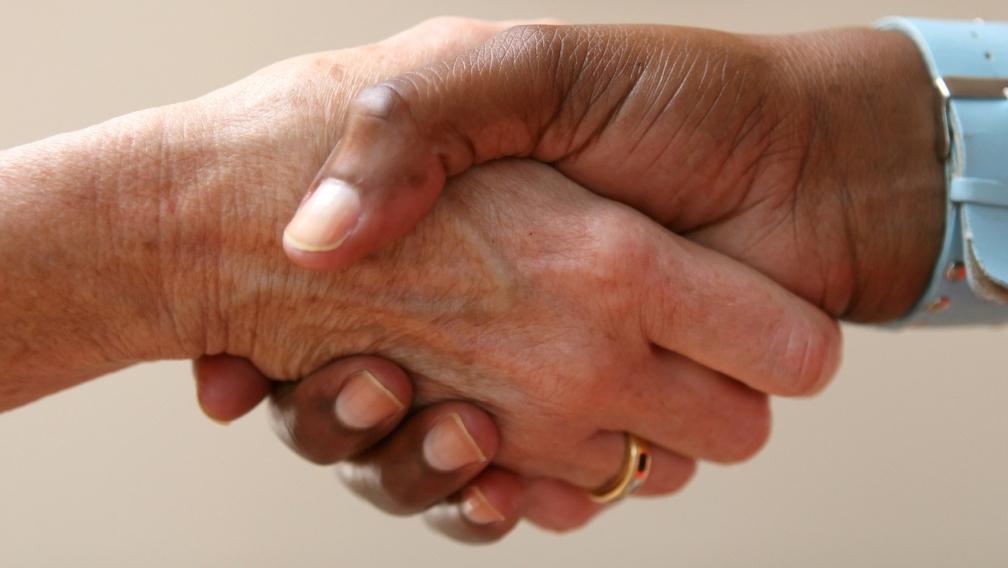 shaking-hands-1237145-1279x852-1024x683